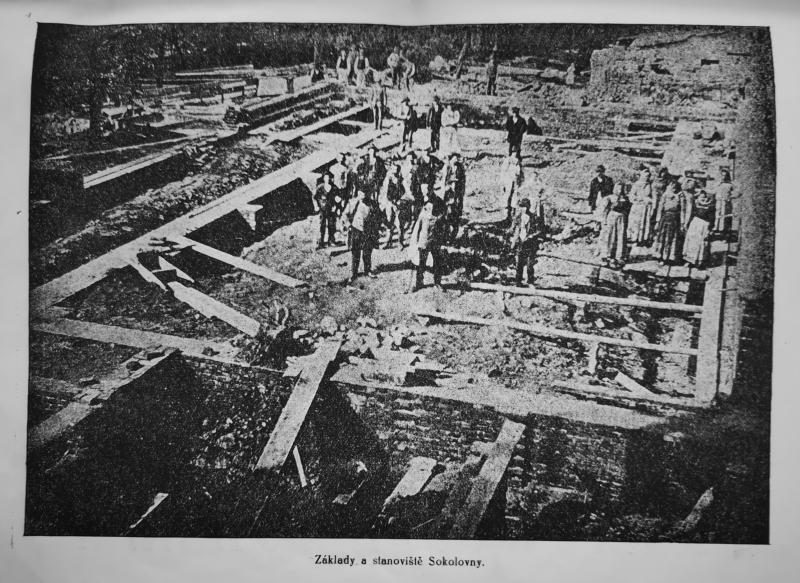 Základy první sokolovny v Moravské Ostravě, okolo roku 1903